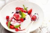 Pavlova with Mulled Fruit